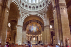PARIS FRANKRIKE - JULI 04, 2016: Inre av Roman Catholic chu Royaltyfria Foton