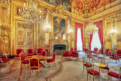 PARIS FRANKRIKE - JULI 03, 2016: Lägenheter av Napoleon III lou Arkivbilder