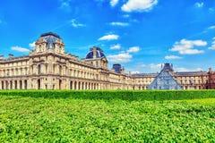 PARIS FRANKRIKE - JULI 06, 2016: Louvremuseum i Paris Louven Arkivfoto