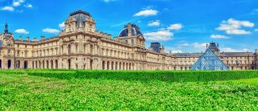 PARIS FRANKRIKE - JULI 06, 2016: Louvremuseum i Paris Louven Arkivbild