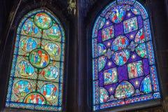 PARIS FRANKRIKE - JULI 06, 2016: Målat glass inom helgon-Germa Arkivfoton