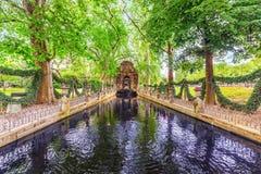 PARIS FRANKRIKE - JULI 05, 2016: Medici springbrunn i Luxembourg PA Royaltyfria Foton