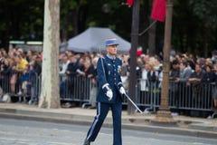 Paris Frankrike - Juli 14, 2012 Processionen av legionärer under militären ståtar på Champset-Elysees i Paris Arkivfoto