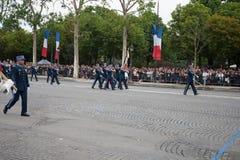 Paris Frankrike - Juli 14, 2012 Processionen av legionärer under militären ståtar på Champset-Elysees i Paris Royaltyfri Bild