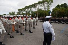 Paris Frankrike - Juli 14, 2012 Processionen av legionärer under militären ståtar på Champset-Elysees i Paris Royaltyfri Foto