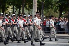 Paris Frankrike - Juli 14, 2012 Processionen av legionärer under militären ståtar på Champset-Elysees i Paris Royaltyfria Bilder