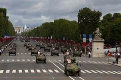 Paris Frankrike - Juli 14, 2012 Processionen av militär utrustning under militären ståtar i Paris Arkivfoto
