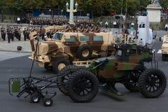 Paris Frankrike - Juli 14, 2012 Processionen av militär utrustning under militären ståtar i Paris Royaltyfri Fotografi
