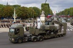 Paris Frankrike - Juli 14, 2012 Processionen av militär utrustning under militären ståtar i Paris Royaltyfria Foton