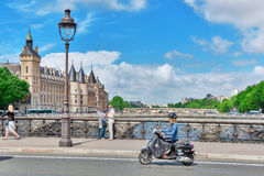 PARIS FRANKRIKE - JULI 04, 2016: Slott - fängelseportvakter och E Fotografering för Bildbyråer
