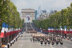 Paris Frankrike - Juli 14, 2012 Soldater från marschen för den franska utländska legionen under den årliga militären ståtar Arkivfoton