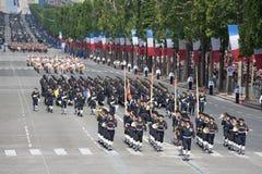 Paris Frankrike - Juli 14, 2012 Soldater från marschen för den franska utländska legionen under den årliga militären ståtar Arkivfoto