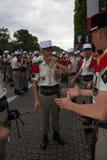 Paris Frankrike - Juli 14, 2012 Soldaterna gör deras sista förberedelser för den årliga militären ståtar i Paris Royaltyfri Fotografi