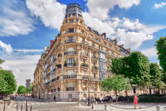 PARIS FRANKRIKE - JULI 08, 2016: Stadssikter av en av mest är Arkivbilder