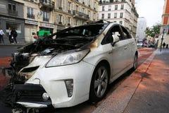 Paris Frankrike - Juni 7, 2016: Bränd bil i Paris, Frankrike på Juni 7,2016 Royaltyfria Foton