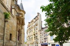 PARIS FRANKRIKE - Juni 26: För Graben för turister på fötter sikt a gata Arkivbilder