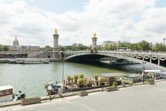 PARIS Frankrike 02 Juni 2018: Mest utsmyckad Pont Alexandre III bridgeThe, överdådig bro i Paris Royaltyfria Bilder