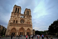 Paris Frankrike - Juni 7, 2016: Notre Dame Cathedral i Paris, Frankrike på Juni 7,2016 Royaltyfri Foto
