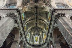 PARIS FRANKRIKE -25 JUNI 2015 - sikt av det Eglise helgonet-Sulpice, fotografering för bildbyråer