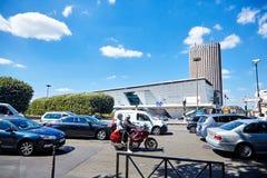 Paris Frankrike - Juni 19, 2015: Stående transport på gatan royaltyfri bild