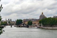 PARIS FRANKRIKE, MAJ 16 2005 Bro av konster Arkivbild