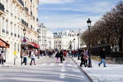 Avenydes tuggar ljudlig Elysees i Paris Royaltyfri Fotografi
