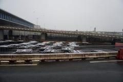 PARIS FRANKRIKE - MARS 19 2018 - paris flygplats som täckas av snö Fotografering för Bildbyråer