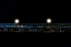 PARIS FRANKRIKE - MARS, 16 2016 - paris flygplats på nattsikten Arkivbilder