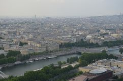 PARIS FRANKRIKE - MARS 29, 2014: SIKT FRÅN TORRE EIFFEL royaltyfria bilder
