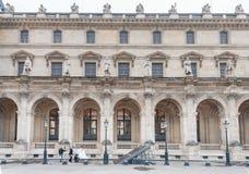 PARIS FRANKRIKE - NOVEMBER 24, 2012: Louvremuseumområde i Paris och slott france Bröllopfotofors Fotografering för Bildbyråer