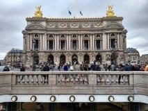 Paris/Frankrike - November 01 2018: Storslagen opera i Paris, den huvudsakliga fasaden royaltyfri foto