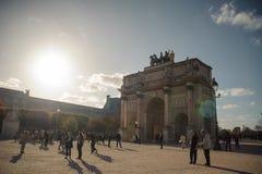 PARIS Frankrike - OKTOBER 20, 2017: Arc de Triomphe du Karusell Stället du Karusell är den offentliga fyrkanten i den första arro Royaltyfri Bild