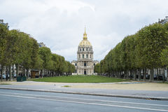 PARIS FRANKRIKE - OKTOBER 20: Armémuseet som ses från Esplanen Royaltyfri Foto