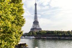 PARIS FRANKRIKE - OKTOBER 12, 2014: Eiffeltorn i Paris, Frankrike Ima Royaltyfri Fotografi