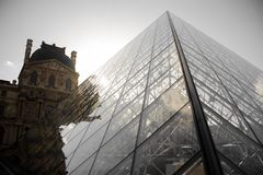 PARIS FRANKRIKE - OKTOBER 20, 2017: Louvre Louvre är den största konstmusemet för världs` s och den historiska monumentet i Paris Royaltyfria Foton