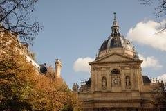 PARIS FRANKRIKE - OKTOBER 20, 2017: Sorbonnen är en stor byggnad av den latinska fjärdedelen, i Paris Royaltyfria Foton
