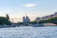 Paris Frankrike, Paris, FranceViews av byggnader, monument och berömda ställen i Paris Royaltyfria Bilder