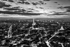 Paris Frankrike romantisk horisont, panorama Eiffeltorn som är svartvit Fotografering för Bildbyråer