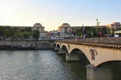 PARIS FRANKRIKE - SEPTEMBER 10, 2015: Bro av helen Arkivfoton