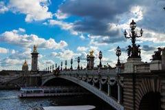 Paris Frankrike-september 19, 2015: Bron av Alexandre III, P Arkivfoton