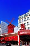 PARIS FRANKRIKE - SEPTEMBER 20: Den Moulin rougen under dagen, nolla Arkivfoton