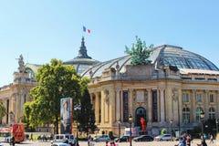 PARIS FRANKRIKE - SEPTEMBER 10, 2015: Liten och nätt palais Arkivbild