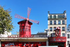 PARIS FRANKRIKE - SEPTEMBER 10, 2015: Moulin rouge Royaltyfri Fotografi