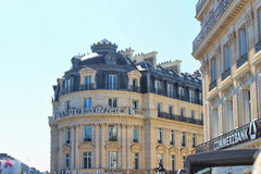 PARIS FRANKRIKE - SEPTEMBER 10, 2015: Solfea bank Arkivbild