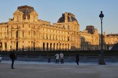 Paris Frankrike - 02/08/2015: Sikt av Louvremuseet arkivbilder