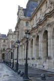 PARIS FRANKRIKE sikt av Louvremuseet Arkivfoto