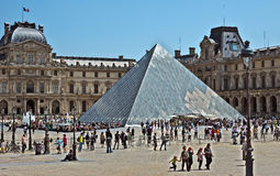 Paris - fyrkant av Louvre Royaltyfri Fotografi