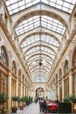 Paris Galerie Vivienne med det gamla kafét arkivbild