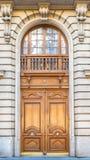 Paris gammal trädörr fotografering för bildbyråer