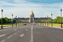 Paris gatasikt och Invalides museum i stad av Paris i franc arkivfoto